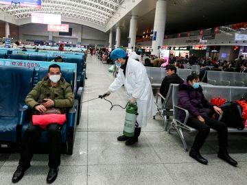 China intenta controlar el peor brote de coronavirus desde el inicio de la pandemia en Wuham