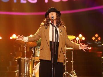 'Because the night' es una canción de Patti Smith, co-escrita por Bruce Springsteen y Patti Smith.