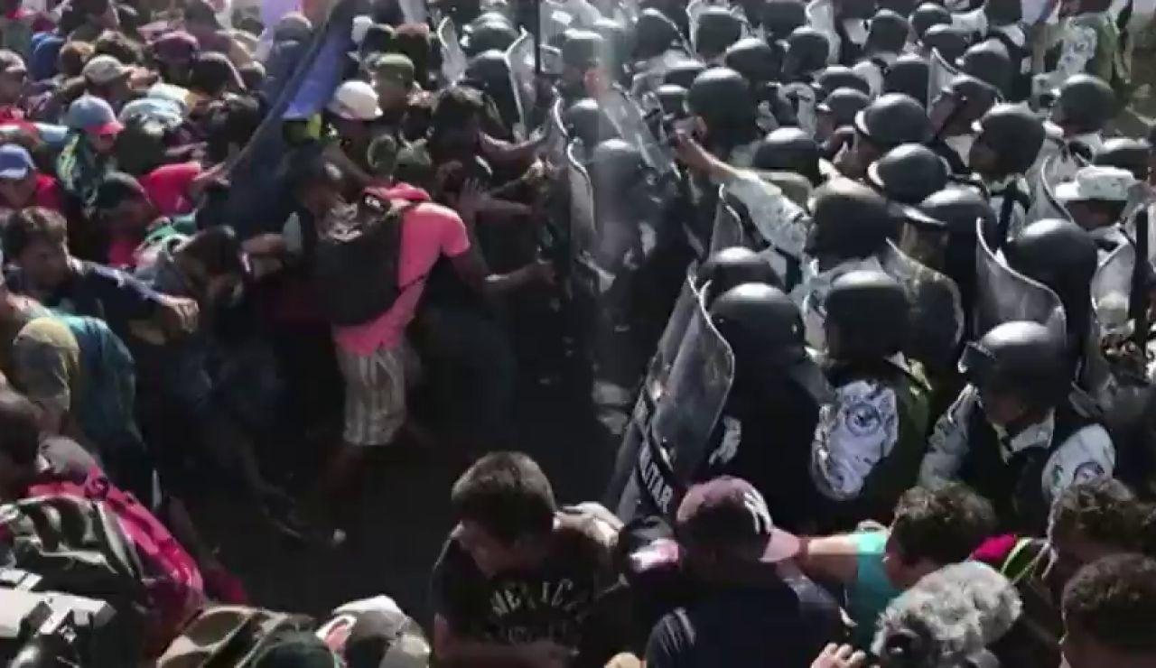 Duras cargas contra los migrantes que intentaban cruzar la frontera a Estados Unidos