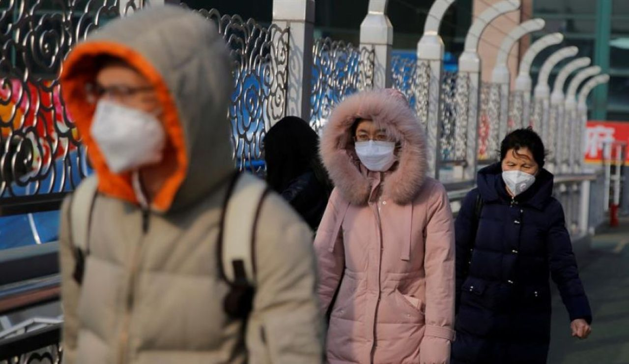 laSexta Noticias 14:00 (24-01-20) El coronavirus paraliza China en vísperas del Año Nuevo: el Gobierno prohíbe viajar a 30 millones de personas