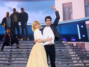 Mario Vaquerizo y Eva Soriano conquistan como John Travolta y Olivia Newton - John en 'Summer nights'