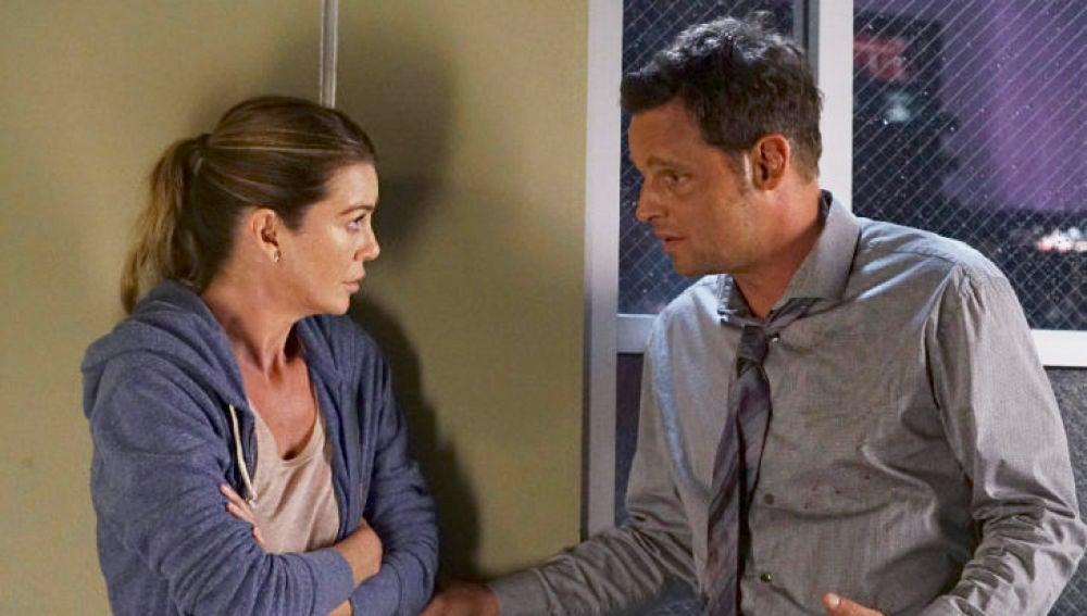 Alex Karev (Justin Chambers) y Meredith (Ellen Pompeo) en 'Anatomía de Grey'