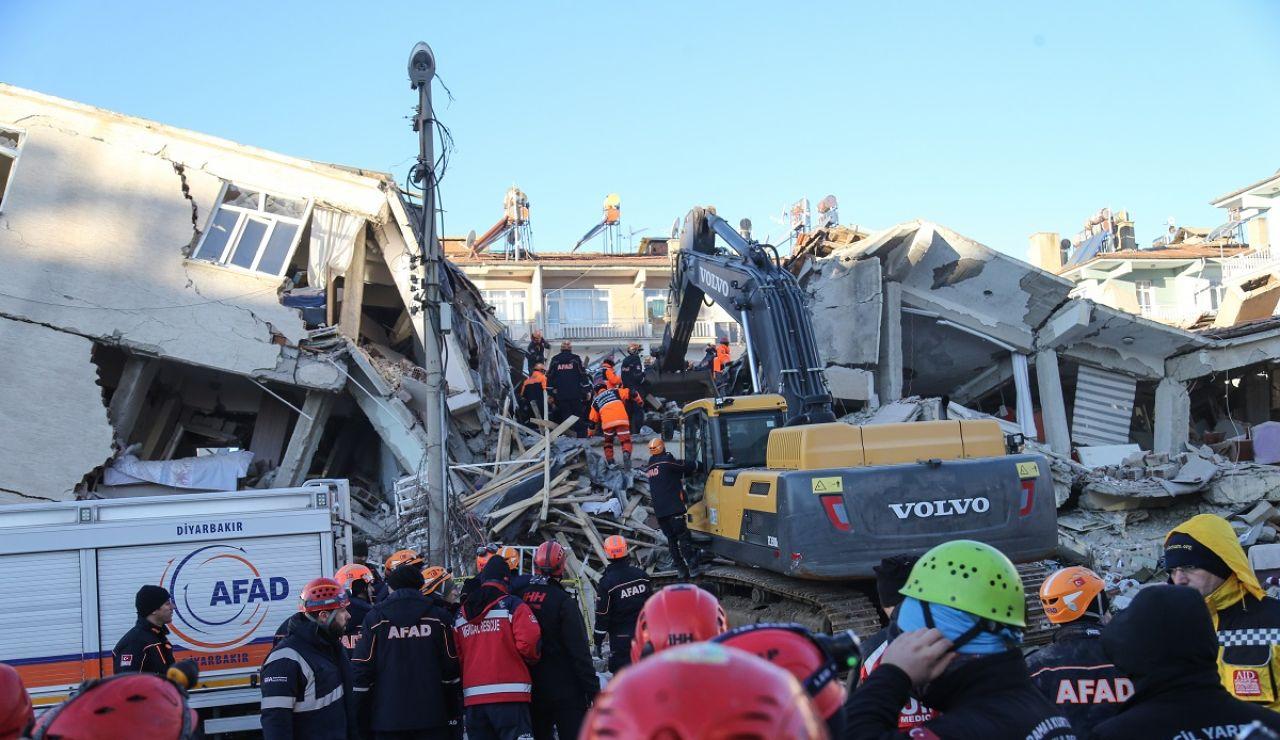 Labores de rescate en Elazig (Turquía) tras el terremoto