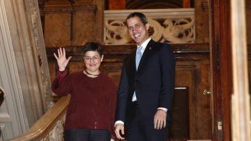 la minista de Exteriores, Arancha González Laya, con Juan Guaidó
