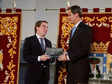 Juan Guaidó es recibido en el Ayuntamiento de Madrid
