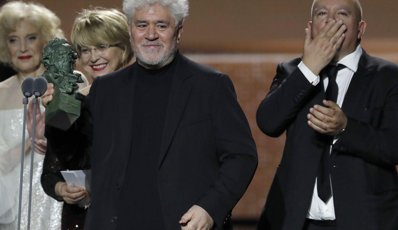Pedro Almodóvar recoge el galardón a mejor película en los Premios Goya 2020