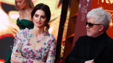 Penélope Cruz y Pedro Almodóvar en los Goya 2020