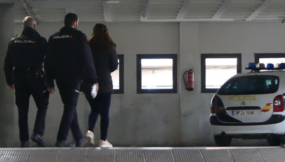 Una mujer es detenida por abandonar a su bebé recién nacido en Alicante