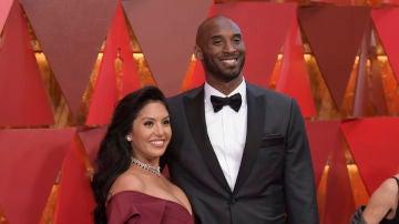 Kobe Bryant junto a su esposa Vanessa