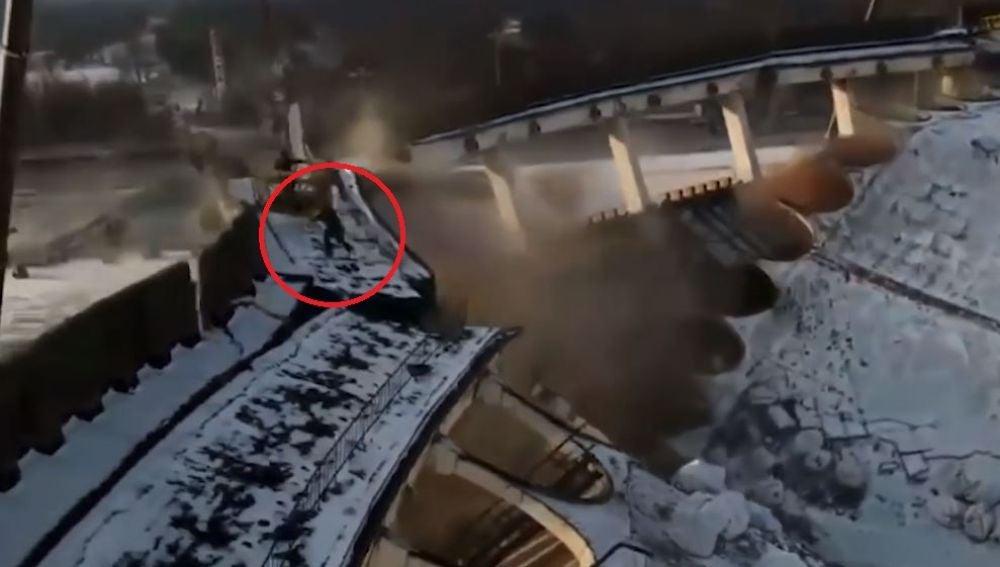 Un hombre muere tras derrumbarse un estadio en Rusia