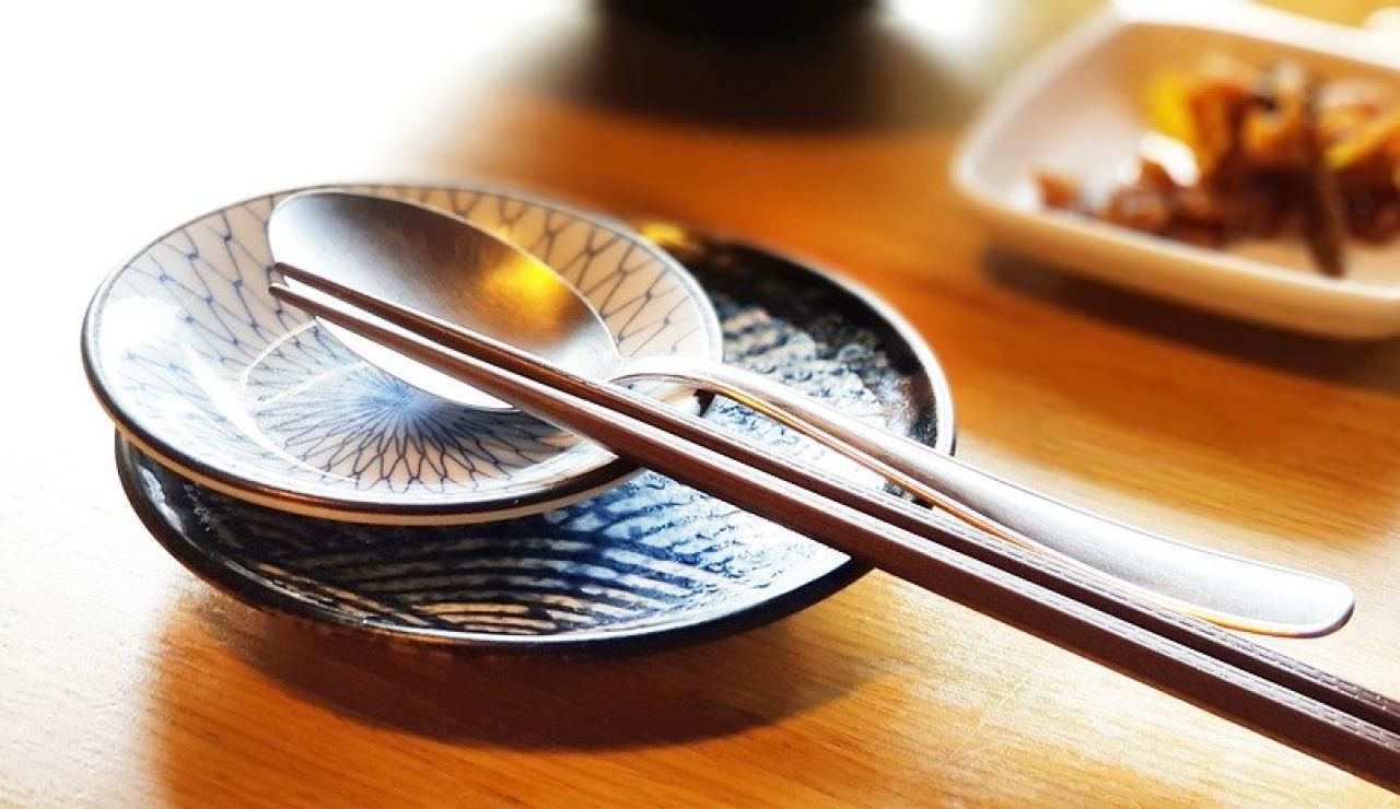 Comer en un restaurante chino, japonés o coreano