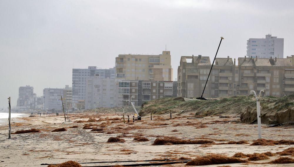Playa en Valencia devastada por Gloria