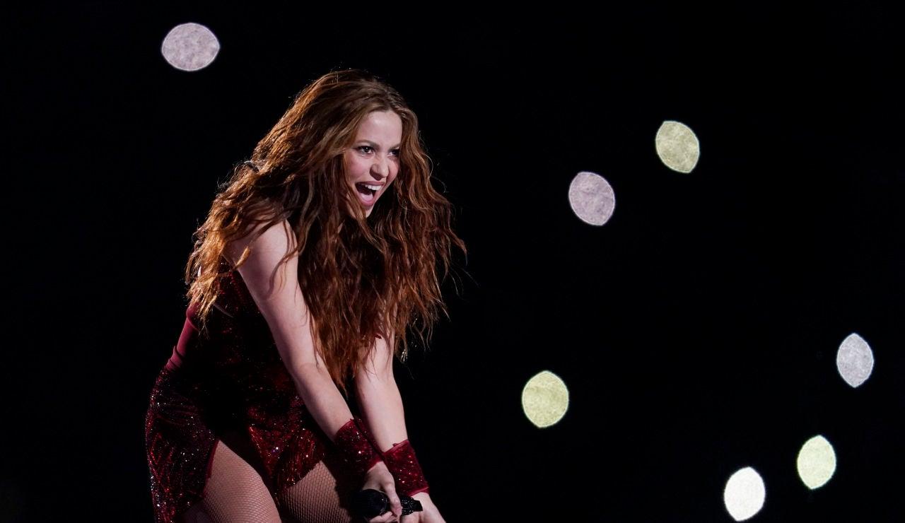 Shakira, en plena actuación en la Super Bowl