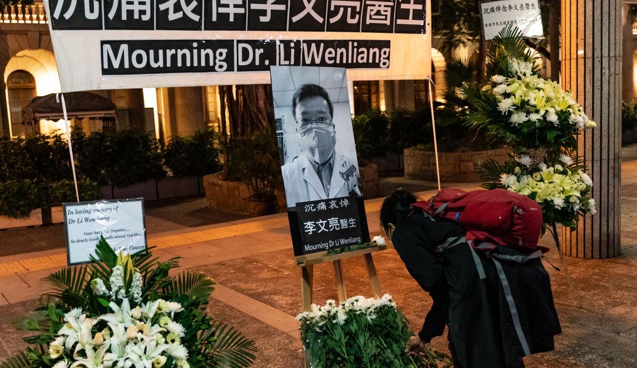 El último adiós a Li Wenliang, el médico que alertó sobre el coronavirus
