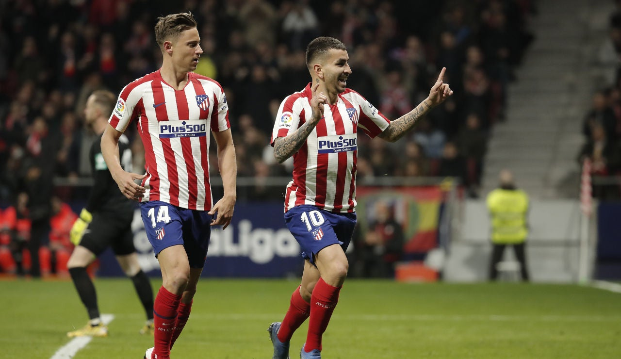 Correa celebra su gol junto a Llorente