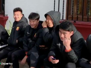 El Wuhan FC, equipo de la ciudad epicentro del coronavirus, disfruta de una capea en España