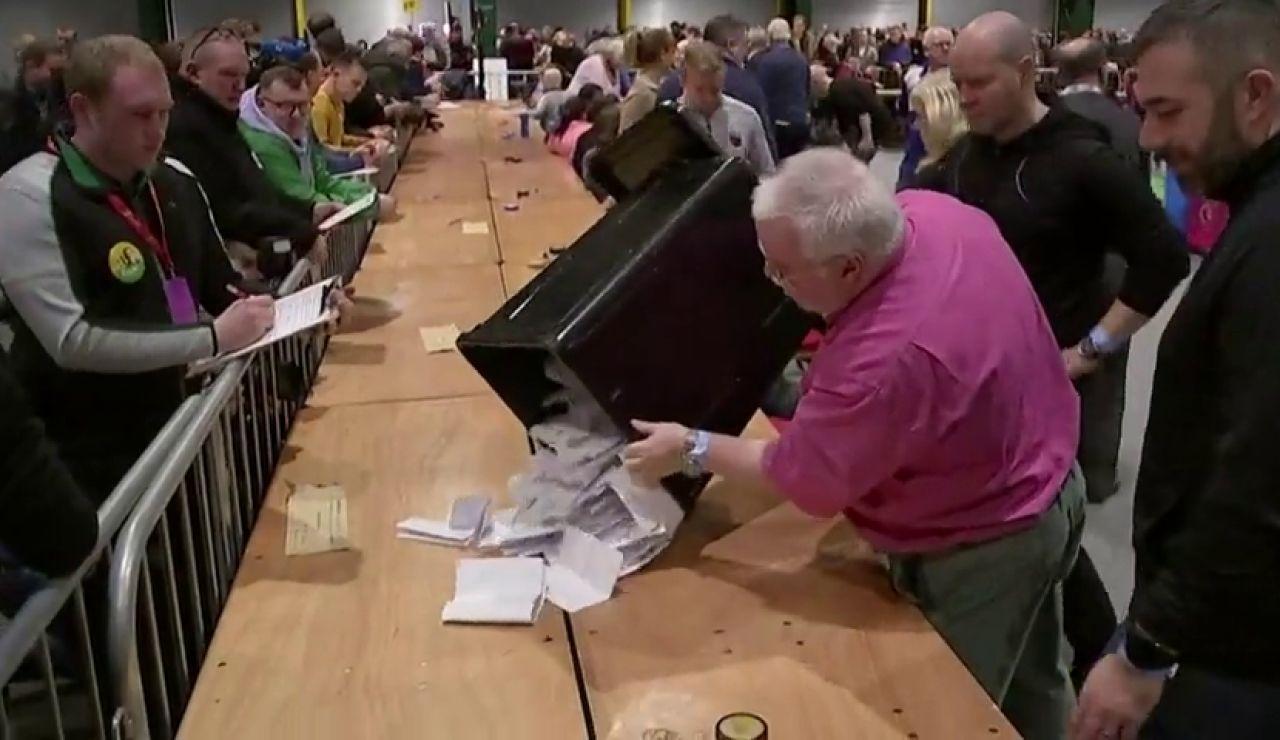 Comienza el recuento de las elecciones generales de Irlanda tras un empate técnico