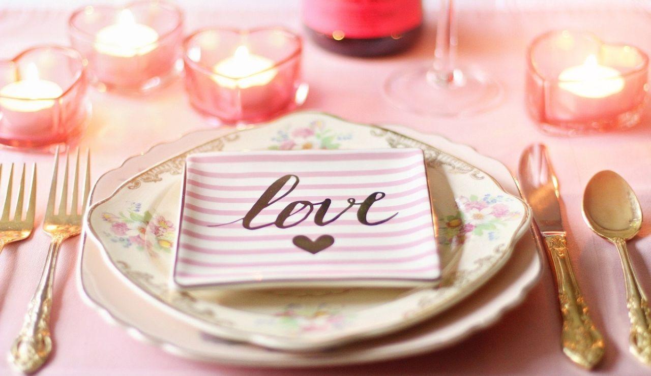 Imagen de una mesa decorada para San Valentín