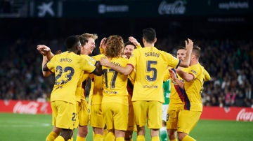 Los jugadores del Barcelona celebran un gol ante el Betis