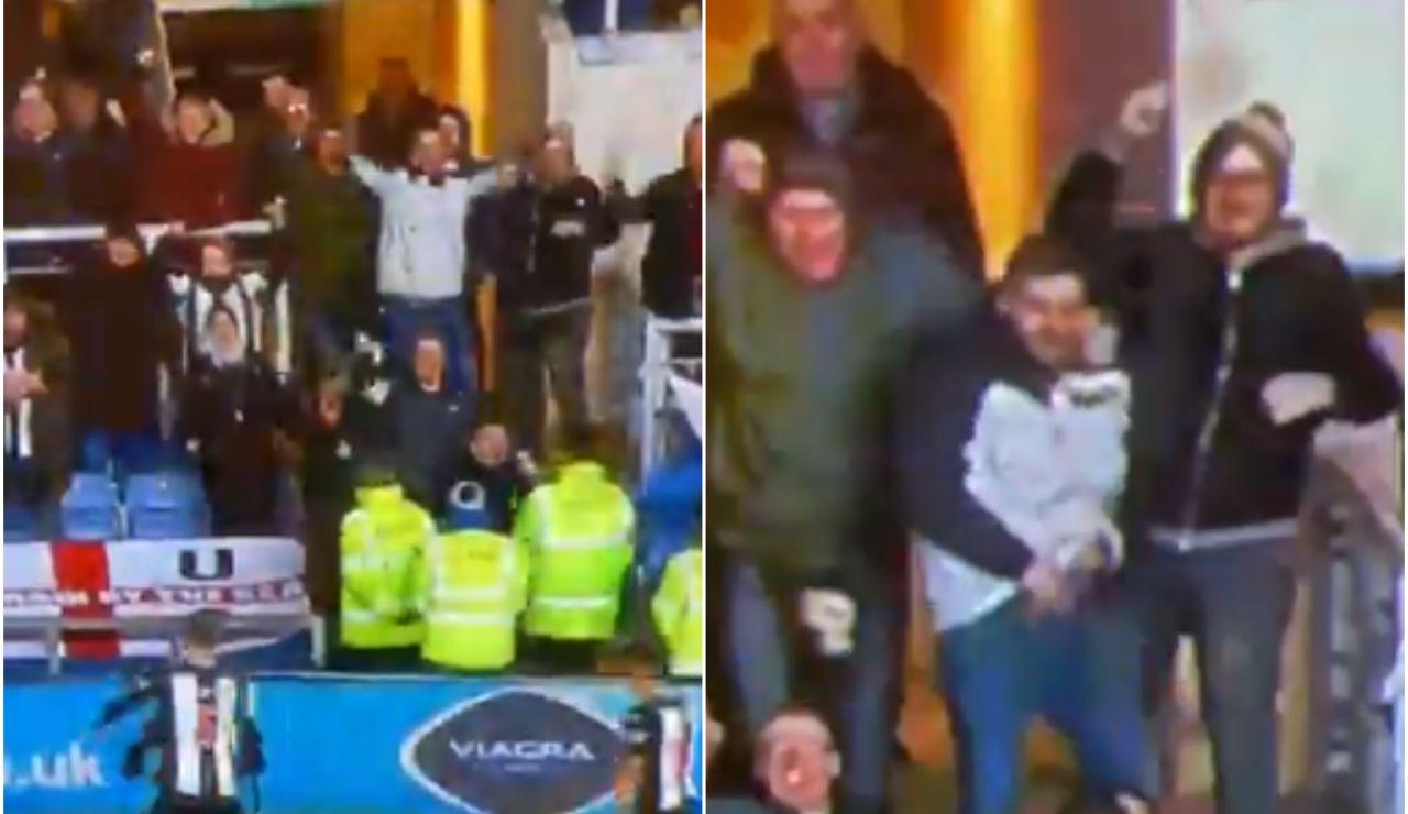 Un aficionado del Newcastle muestra el pene en plena celebración