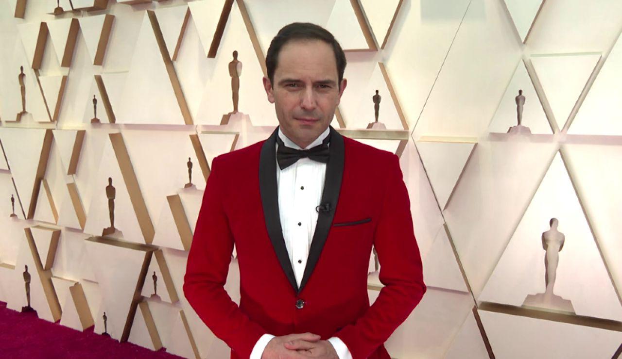 José Ángel Abad sorprende más que nunca: el 'no rompedor' traje con el que asiste a los Premios Oscar