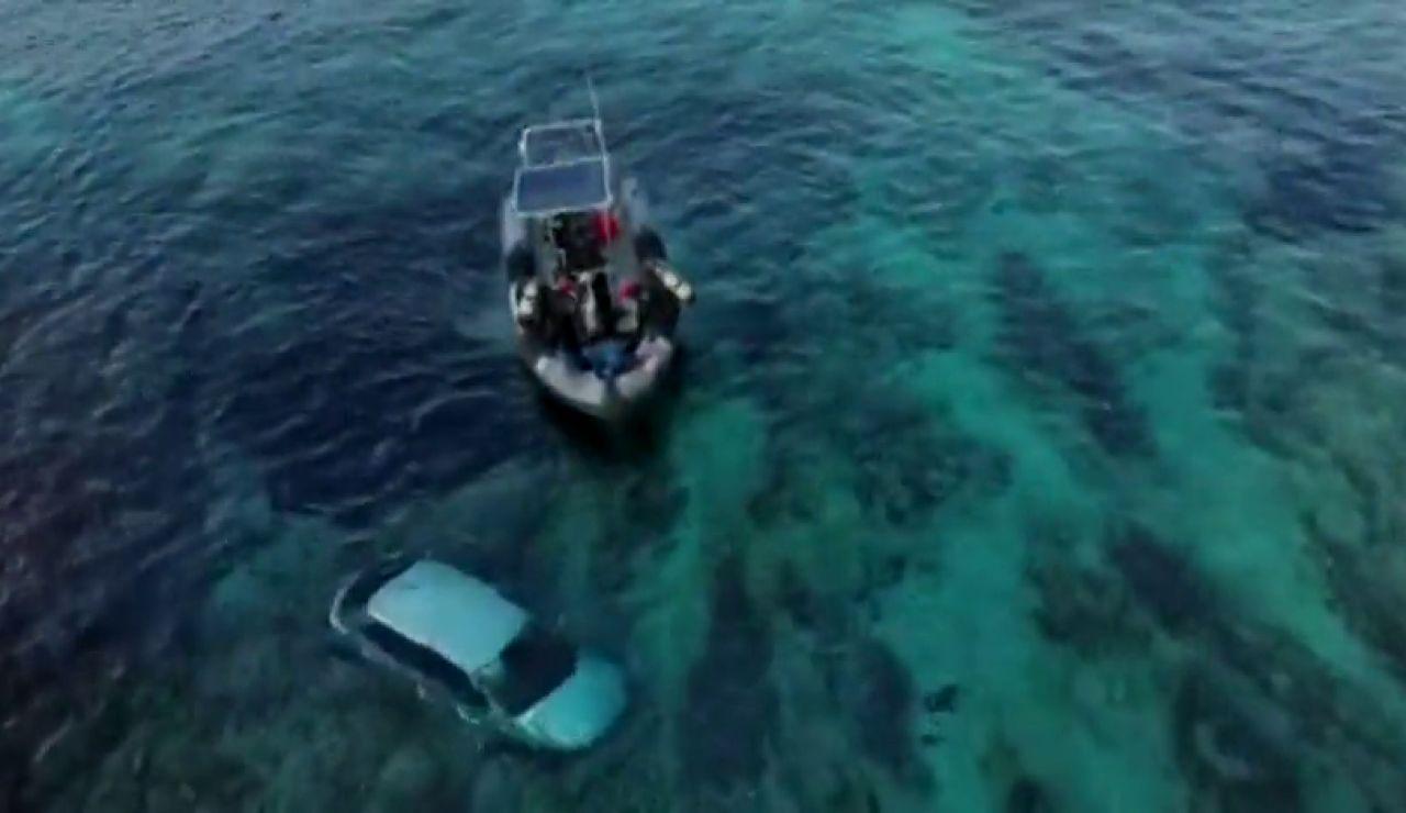 Unos jóvenes rescatan a un hombre del mar tras caer con su vehículo en Palma de Mallorca