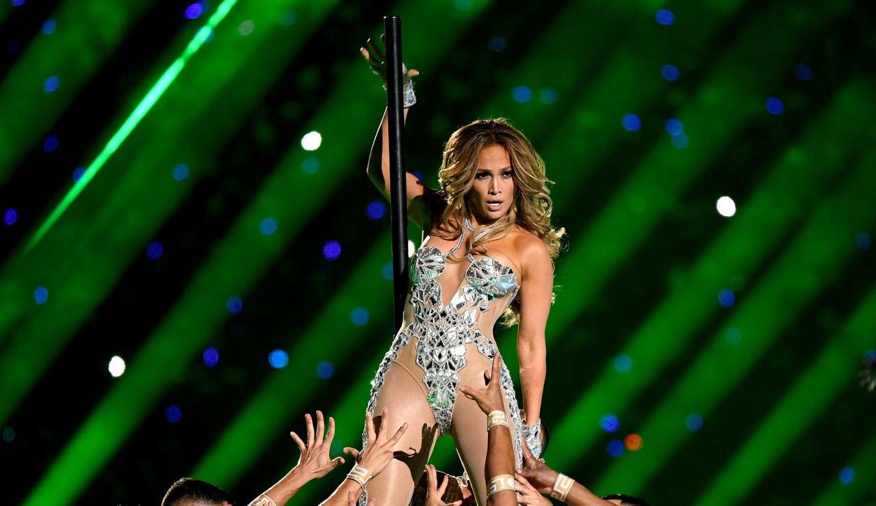 Jennifer Lopez durante su actuación en la Super Bowl