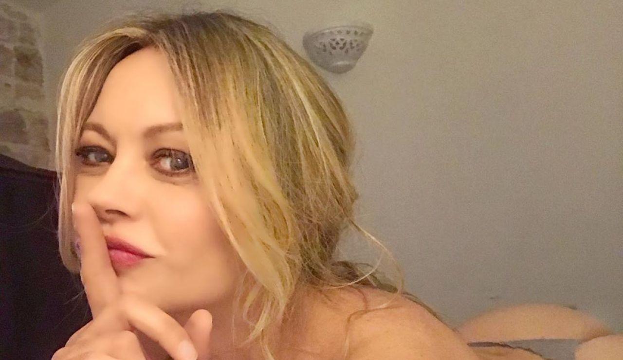 Anna Falchi posa desnuda tras una victoria de la Lazio