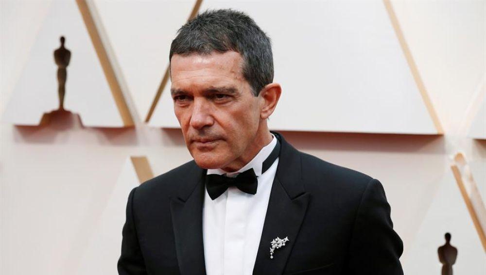 Antonio Banderas llega a la alfombra roja de los Oscar