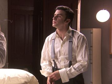 Tomás pone en riesgo su vida para salvar a Adolfo