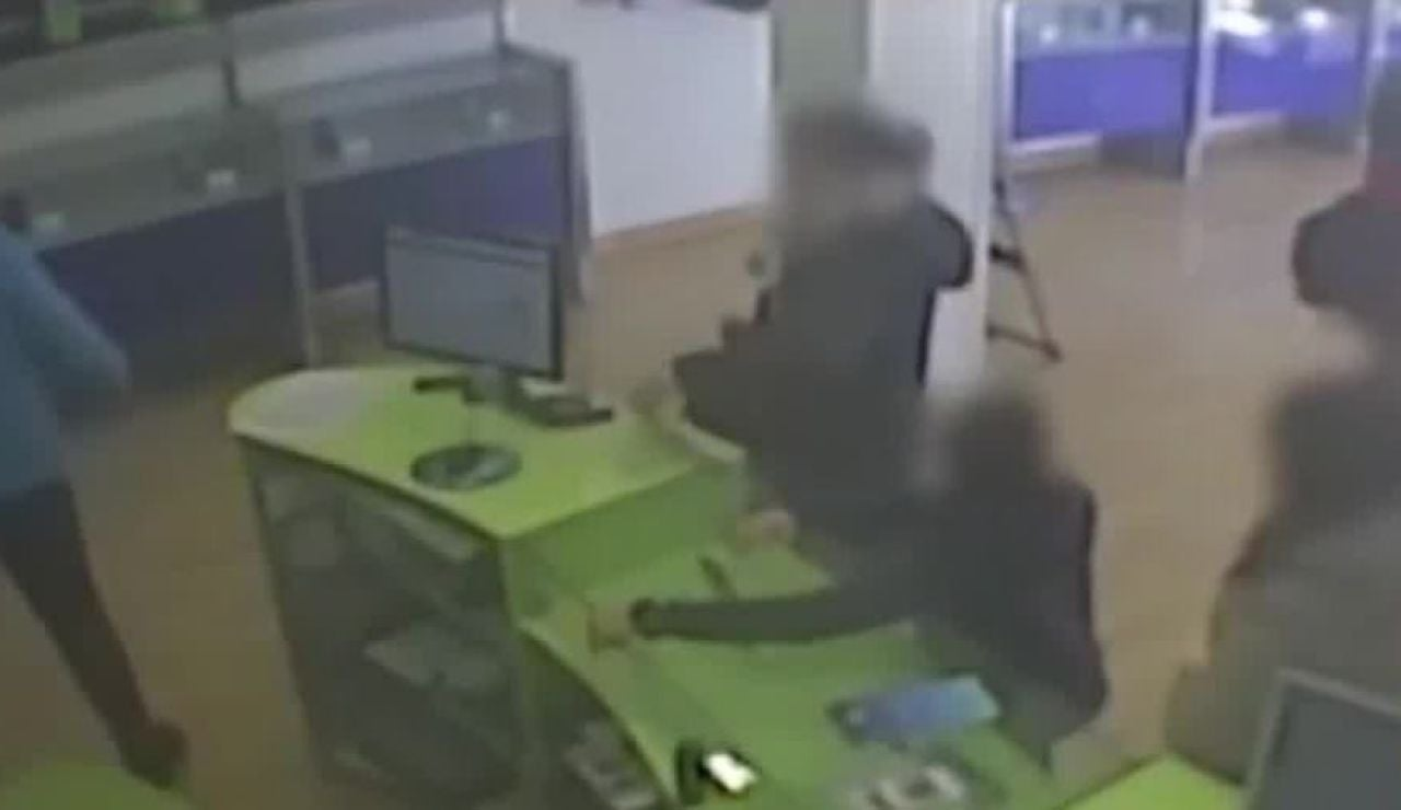 Robos violentos en tiendas de telefonía en Cataluña
