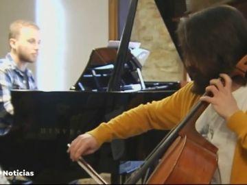 Tres jóvenes artistas llenan de música clásica un pueblo de solo diez habitantes de Burgos