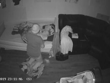 Graban a una cuidadora pegando a un joven autista en Reino Unido