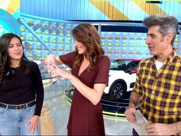 El espectacular regalo de una concursante de 'La ruleta de la suerte' para Jorge Fernández y Laura Moure