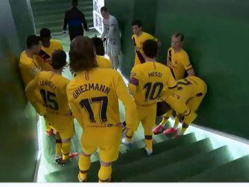 Messi motiva a sus compañeros en el Benito Villamarín
