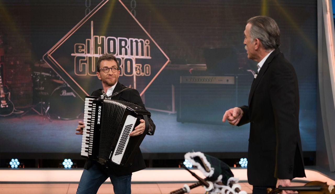 Pablo Motos y Juan y Medio improvisan varias canciones con complicados instrumentos en 'El Hormiguero 3.0'