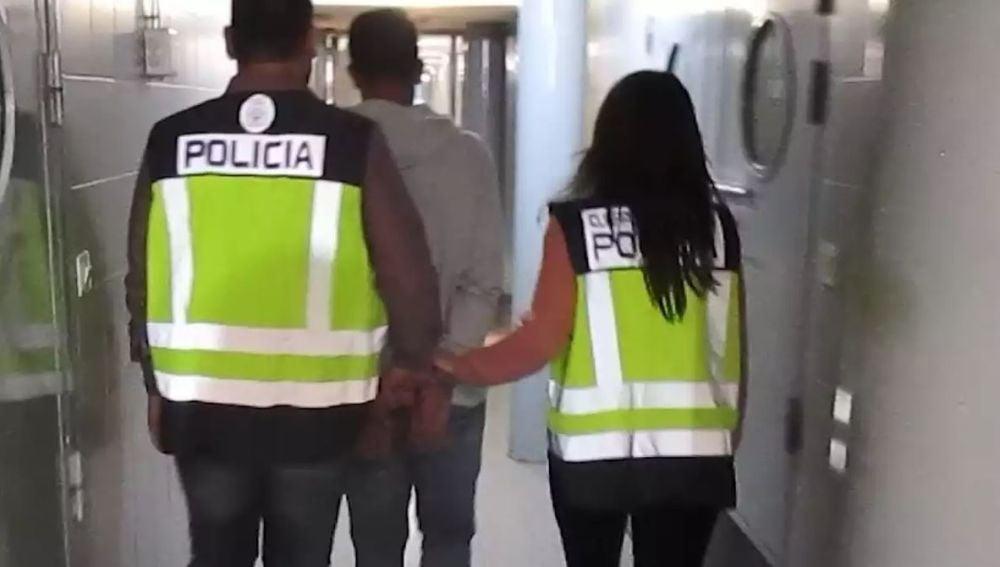 Secuestra durante hora a su ex novia en Madrid