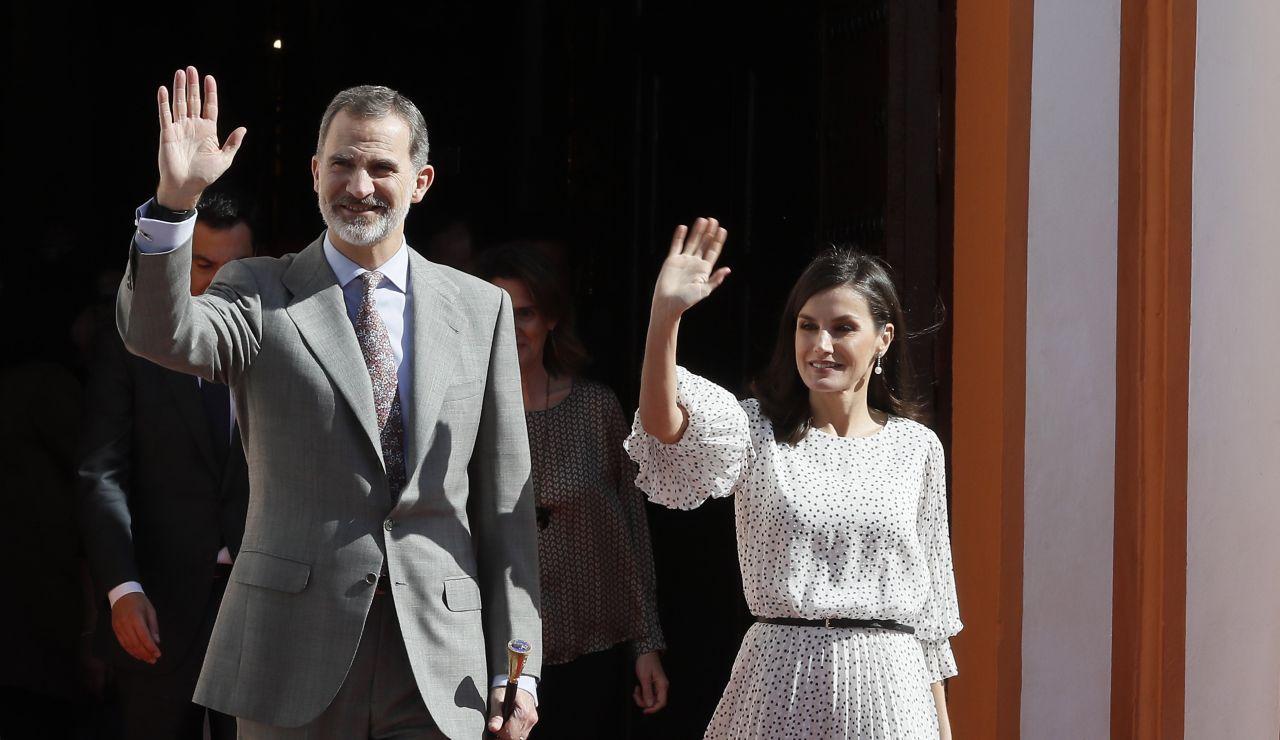 Caluroso recibimiento en Almonte a los Reyes en su visita a la Virgen del Rocío en su año jubilar
