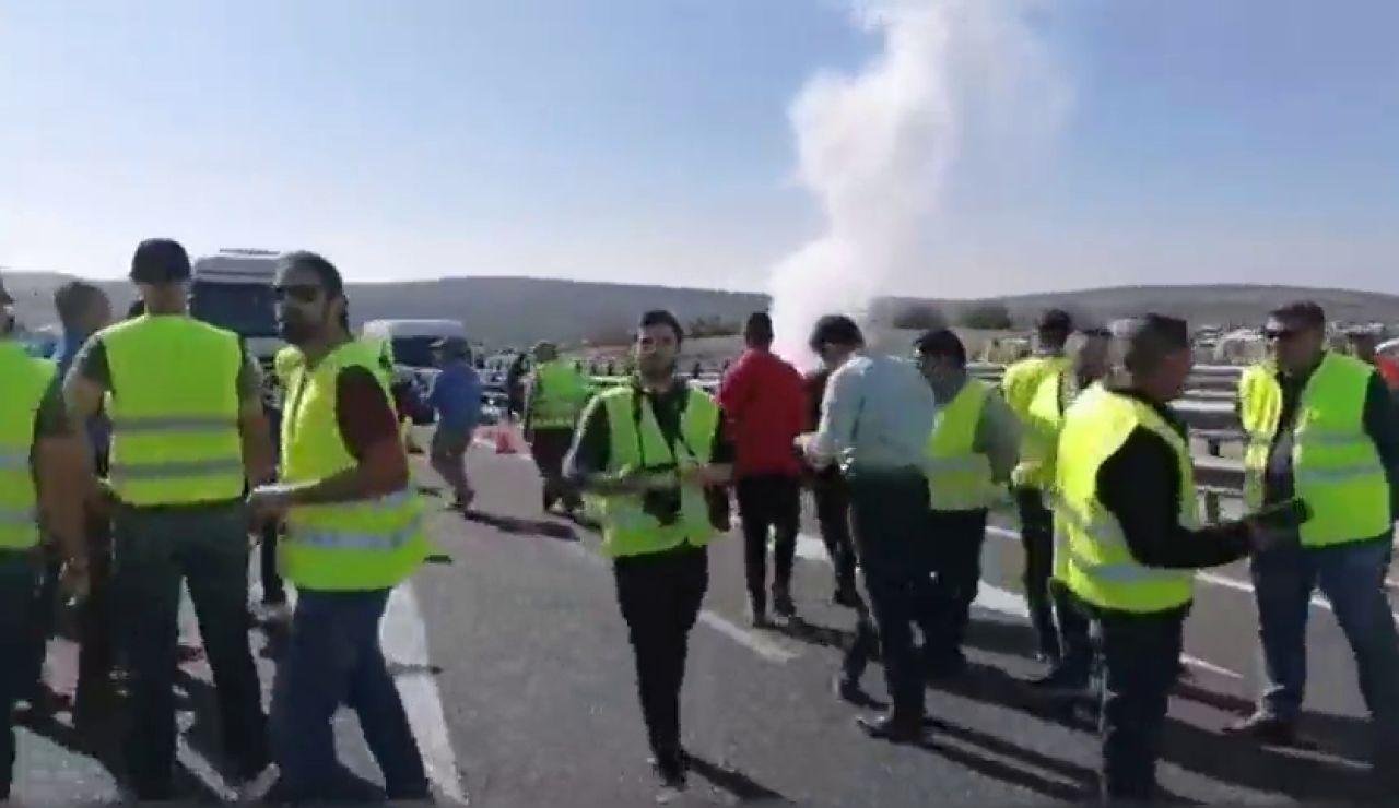 Aumenta la tensión en las protestas de los agricultores en Lucena, Córdoba