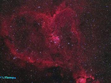 Corazones en el cielo y en la Tierra para celebrar el día de San Valentín