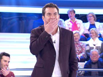 Arturo Valls, impresionado al descubrir la historia de 'La banda del búho' de Isaac en '¡Ahora caigo!'