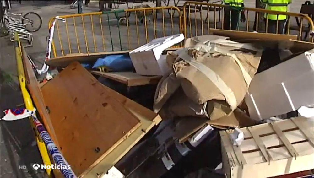 Un Ayuntamiento de Guipúzcoa denuncia el mal uso de los contenedores amontonando basura por sus calles