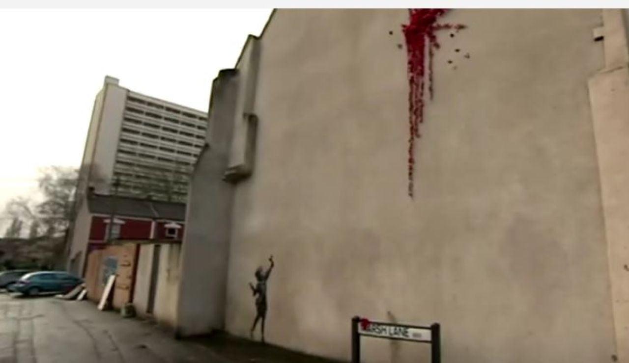Banksy sorprende a su ciudad natal con nuevo mural por San Valentín