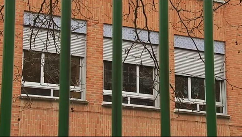Una niña de seis años se cae por la ventana de su colegio y sufre cuatro fracturas en la cabeza
