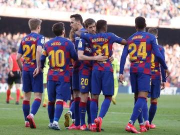 Los jugadors del Barça celebran el gol de Sergi Roberto