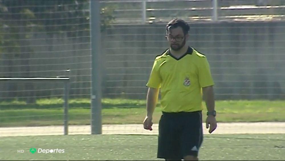 Dani Alcaraz, primer árbitro con síndrome de Down en España