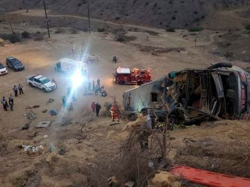 Mueren ocho aficionados del Barcelona de Ecuador al despeñarse por un barranco el autobús en el que viajaban