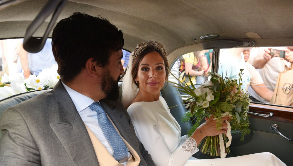 Rocío Osorno y su marido en el día de su boda