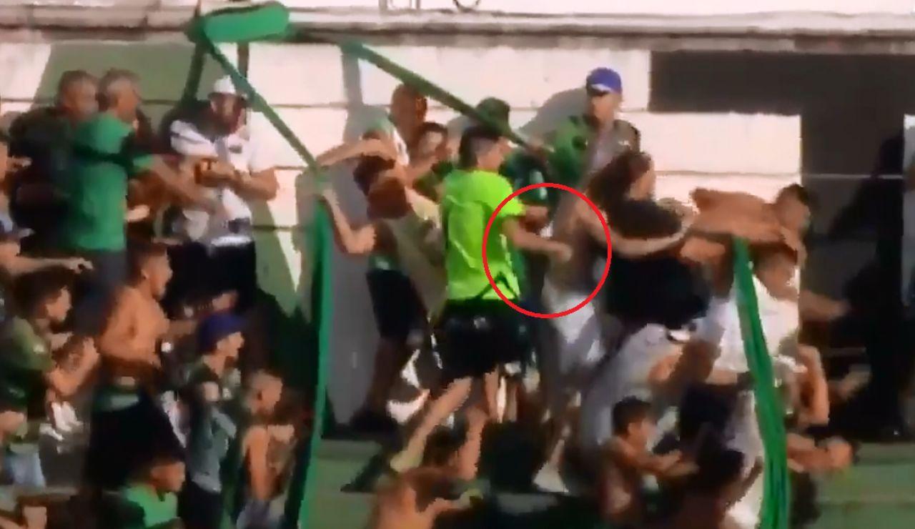Apuñalamiento durante el partido entre Nueva Chicago y Temperley de la Primera Nacional en Argentina