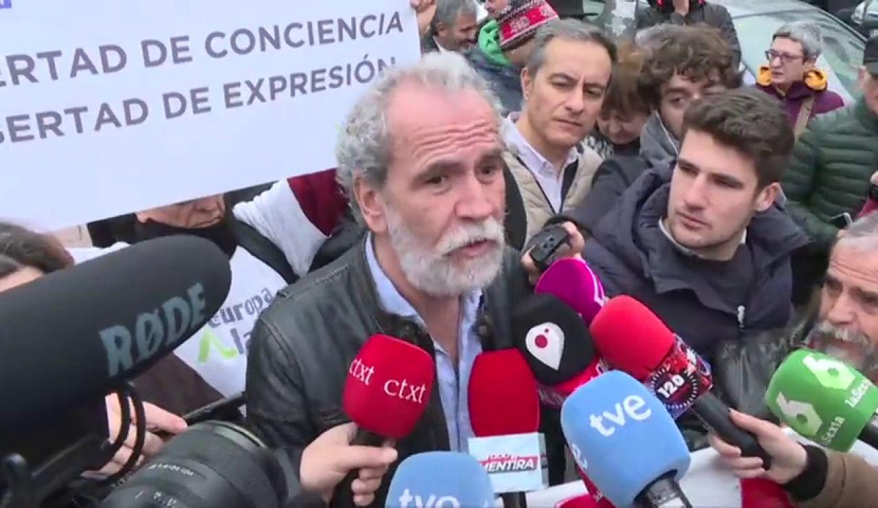 """REEMPLAZO Willy Toledo, a las puertas del juzgado: """"Me cago en Dios todos los días"""""""